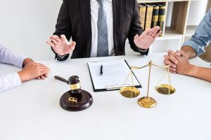 Family lawyer in Campbelltown mediating an arguing couple